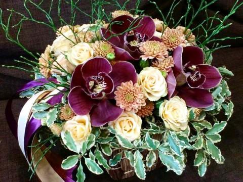 Композиция с орхидеями и черникой