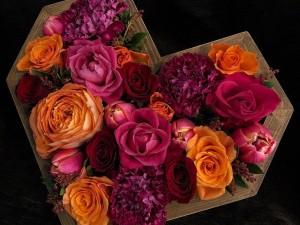 Яркое Сердце из цветов