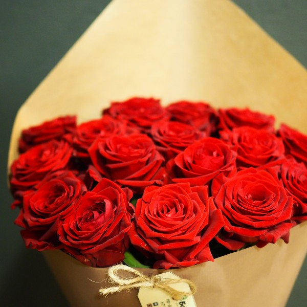 Букет из 17 красных роз 50 см